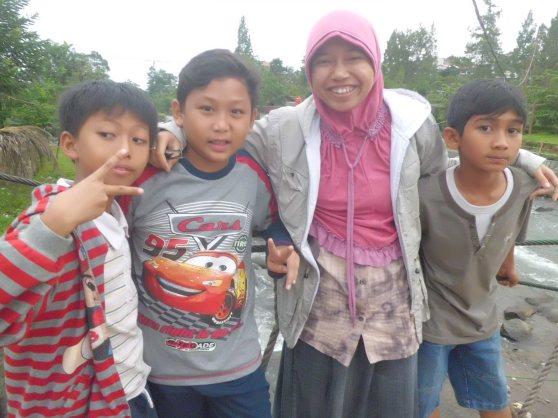 Fayshol, Echa, aku, dan Rayis :)